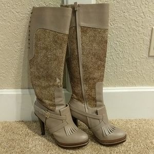 Boots wirh real cow fur that has been dyed
